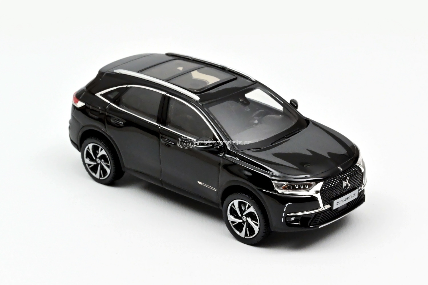 DS 7 (Citroen) Crossback (2017)